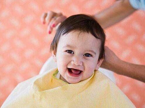 怎样给婴儿理发?